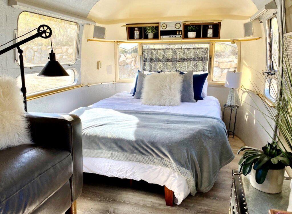 Milos queen bed